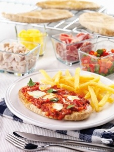 foodie-friday-recipe-mini-pita-pizzas-with-picknmix-toppings